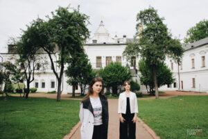 Сестри Лопухіни про першу персональну виставку, позиціювання та українських культових каліграфів