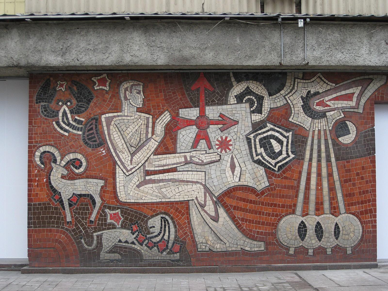 У Києві мозаїчне панно сховають за рестораном