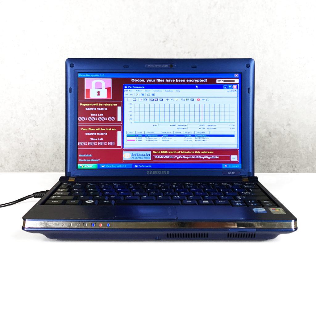 Американська фірма з кібербезпеки виставила на аукціон 10-річний ноутбук SAMSUNG