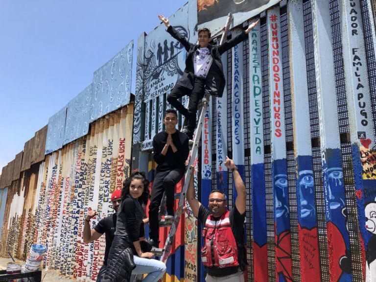 3800 добровольців створили мурал на американсько-мексиканському кордоні