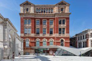 Директор музею Вікторії та Альберта пишається фінансуванням від родини, яку звинуватили в епідемії               опіоїдів
