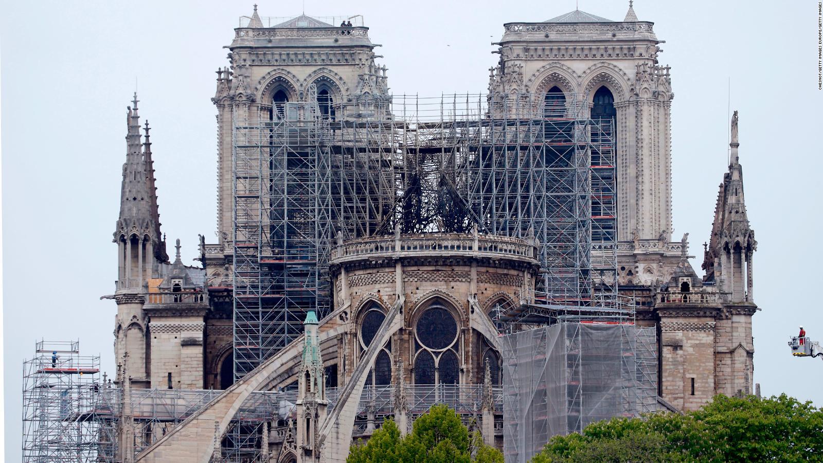 Через спеку в Парижі може обвалитися стеля Нотр-Даму