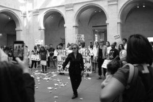 Групу P.A.I.N на чолі з Нен Ґолдін заарештували під час протесту