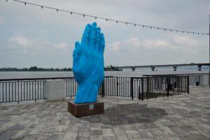 Синю руку розмістили у Миколаєві