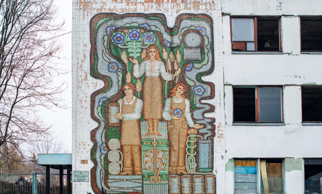 У Коростені хочуть зруйнувати керамічну мозаїку