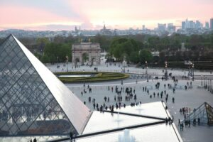 Лувр відкриває кураторську програму для мігрантів