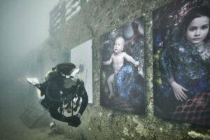 Віденський фотограф провів виставку під водою