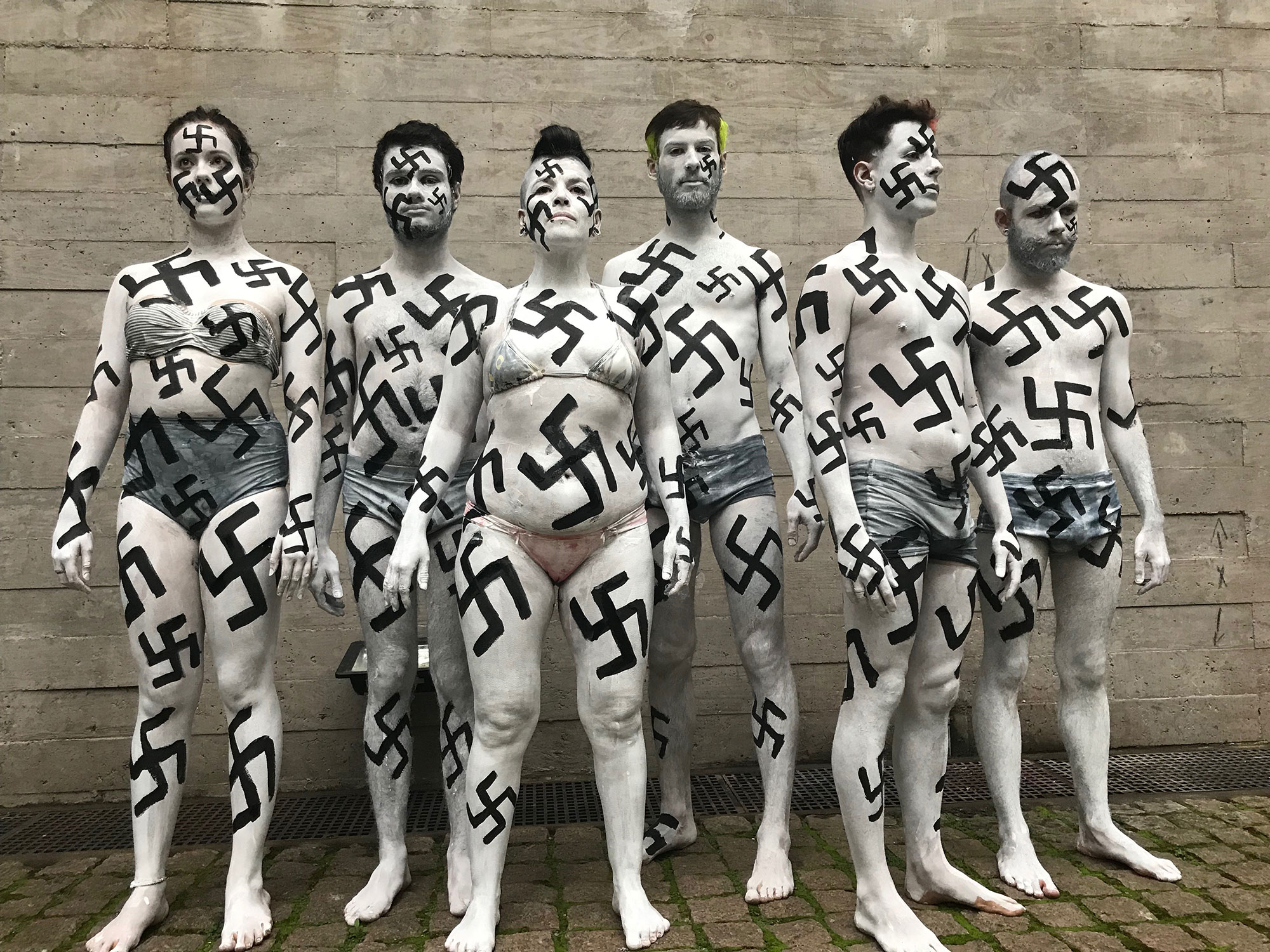 У Нью-Йорку провели перформанс проти «неофашистської чуми»