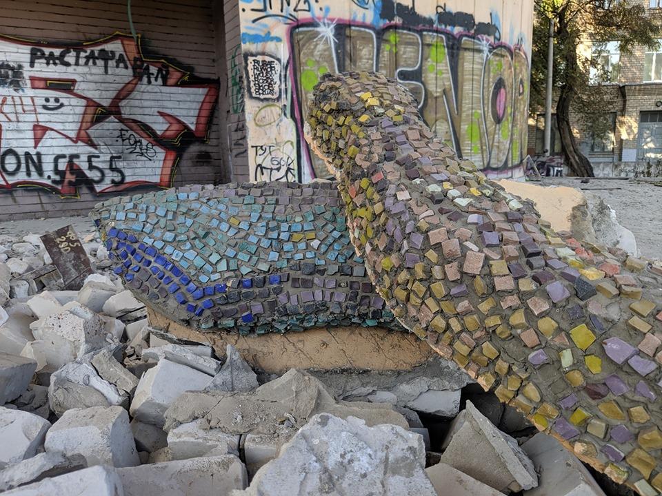 У Дніпрі демонтували та перевезли мозаїку на будівлі театру «Експрес»
