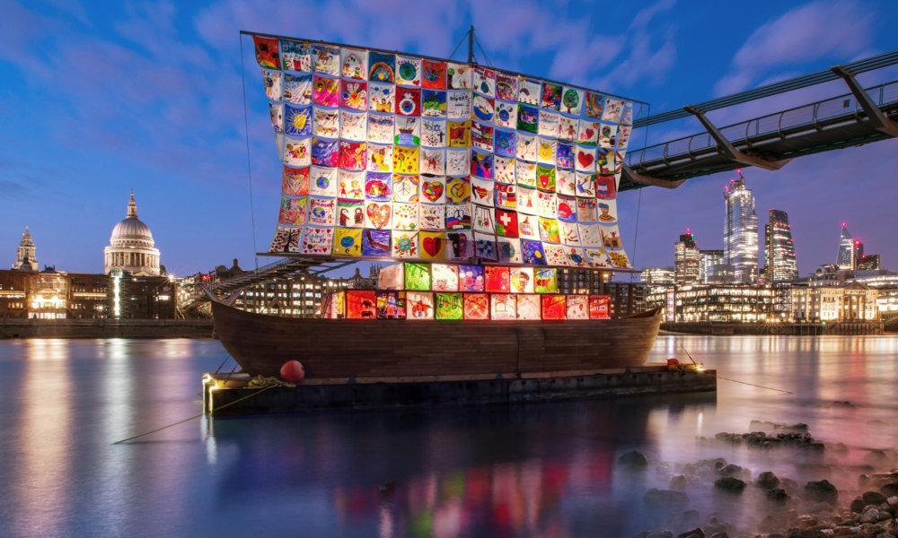Навпроти Tate Modern з'явилась робота Іллі та Емілії Кабакових