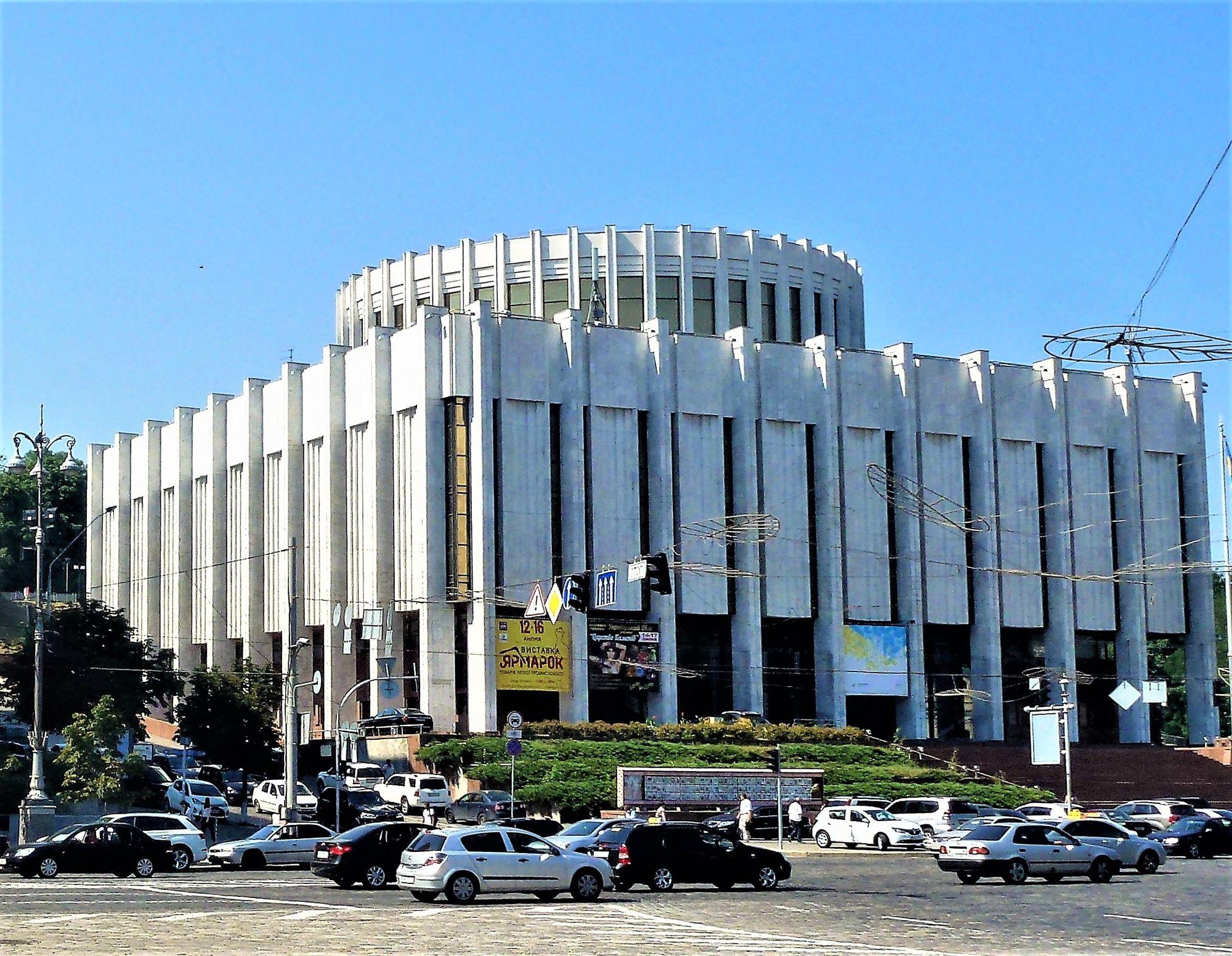 В Українському домі знову будуть проводити виставки