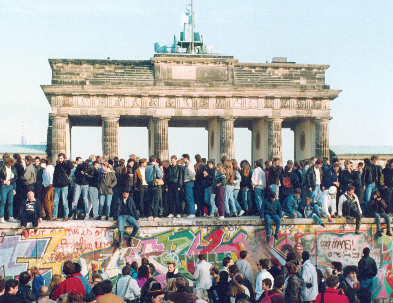 На ярмарку BRAFA відбудеться благодійний продаж фрагментів Берлінської стіни