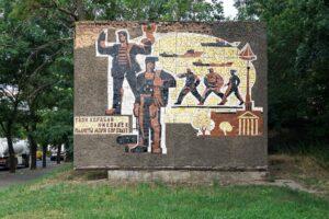 У Миколаєві спотворили стелу радянського періоду