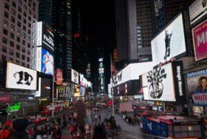 Роботи Вільяма Кентріджа показали на Times Square