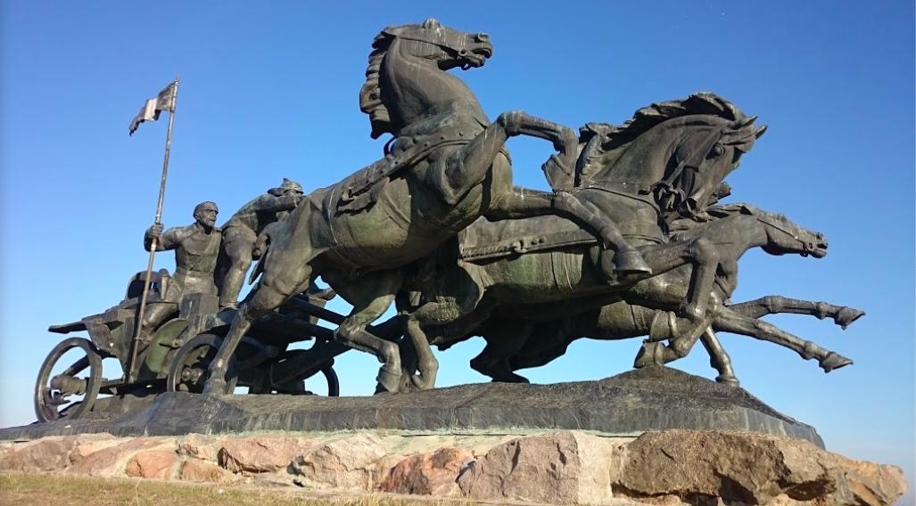Інститут національної пам'яті не буде зносити монумент «Легендарна тачанка»