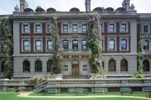 Директорку Національного музею дизайну Купер-Г'юїт звинуватили в перевищенні службових обов'язків
