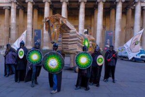 Кліматичні активісти провели акцію «Троянський кінь» під стінами Британського музею