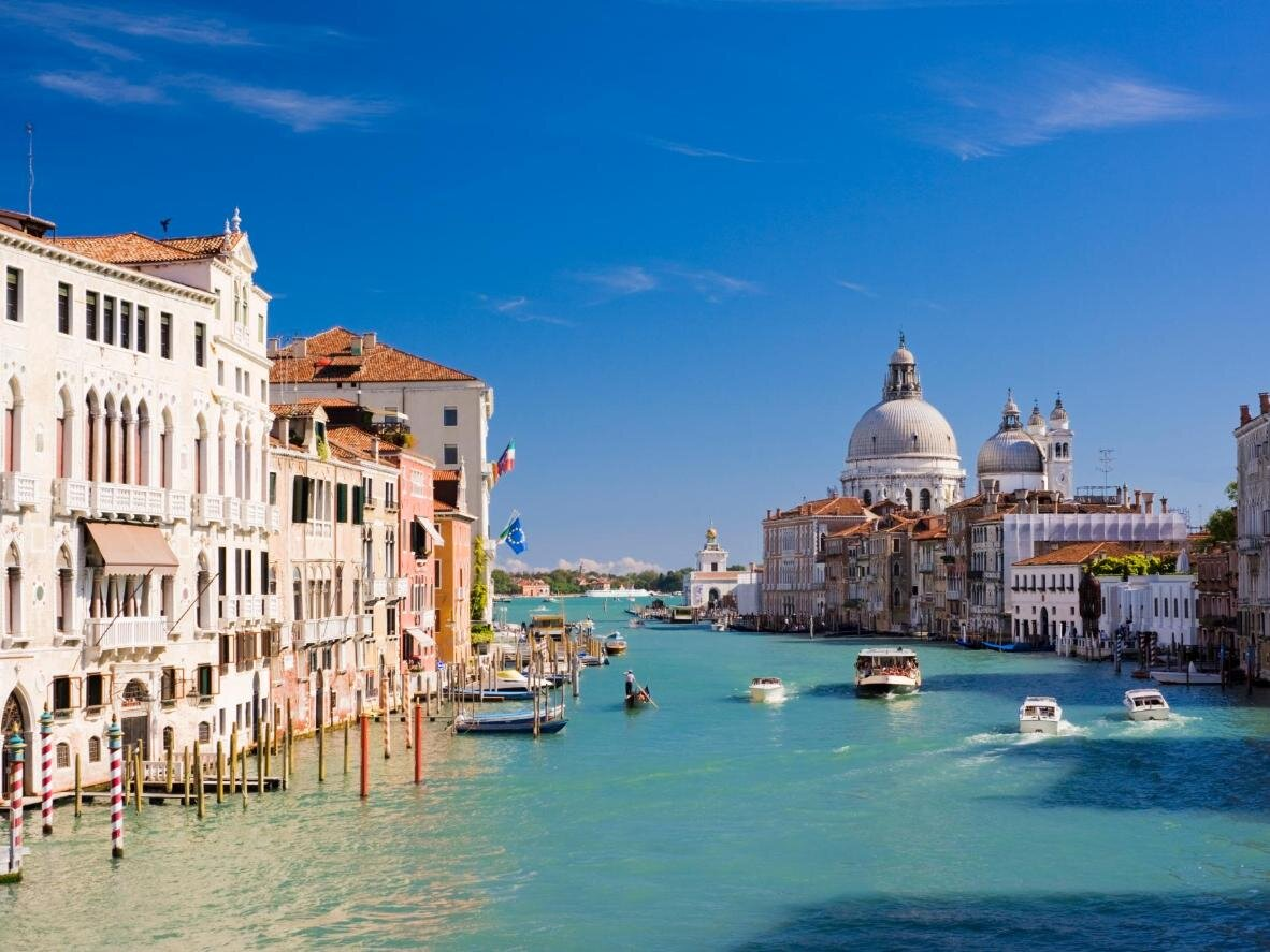Вода в каналах Венеції стала чистішою