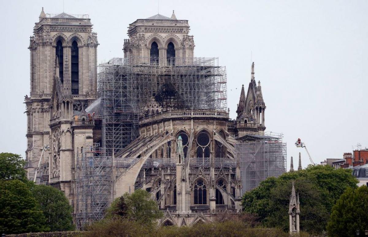 Влада припинила роботи по відновленню собору Паризької Богоматері