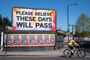 Понад 400 культурних діячів Британії підписали відкритий лист з проханням про фінансову підтримку