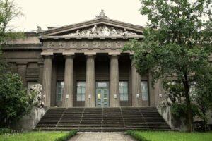 В Україні можуть знову відкрити музеї та парки