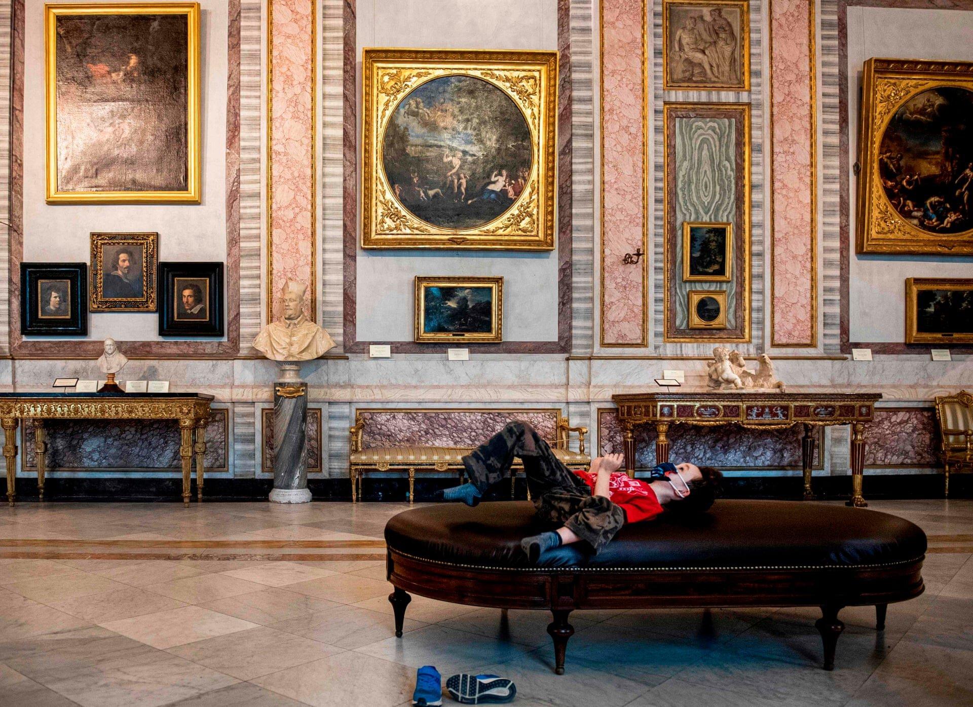 10 світлин: перші відвідувачі музеїв після карантину
