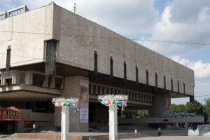 В будівлі ХАТОБа засклили балкон
