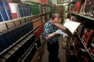 У США архівіста за крадіжку книжок засудили до домашнього арешту