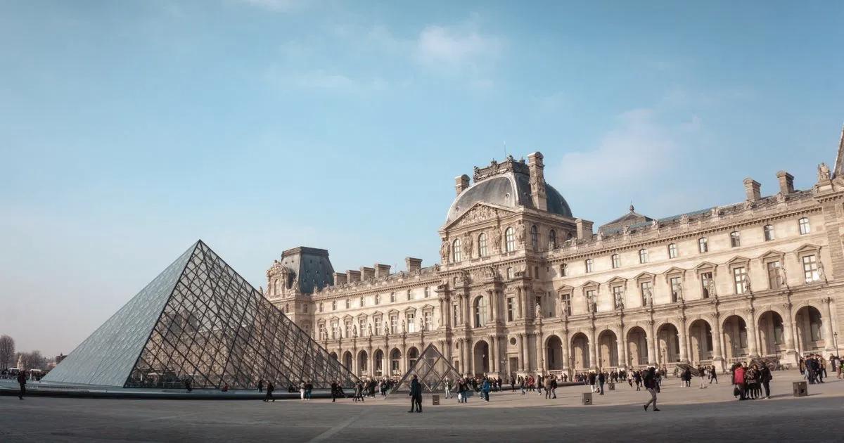 Колишнього куратора Лувру звинувачують у крадіжці