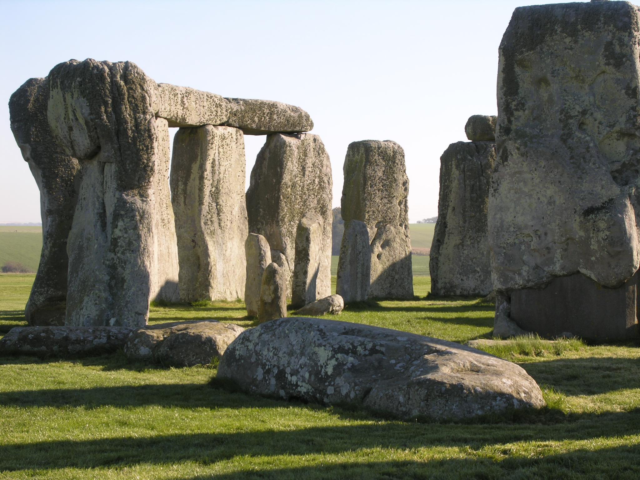 В Англії знайшли більші за Стоунхендж мегаліти