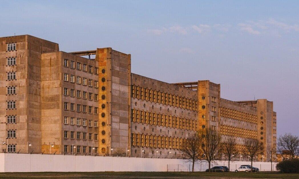 Бруталістський будинок на Пухівській реконструюють