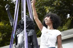 У Бристолі незаконно встановили пам'ятник активістці Black Lives Matter