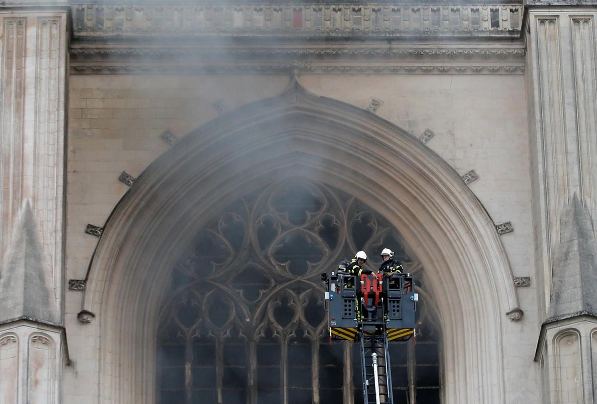 Сталася пожежа у соборі Петра і Павла у Франції