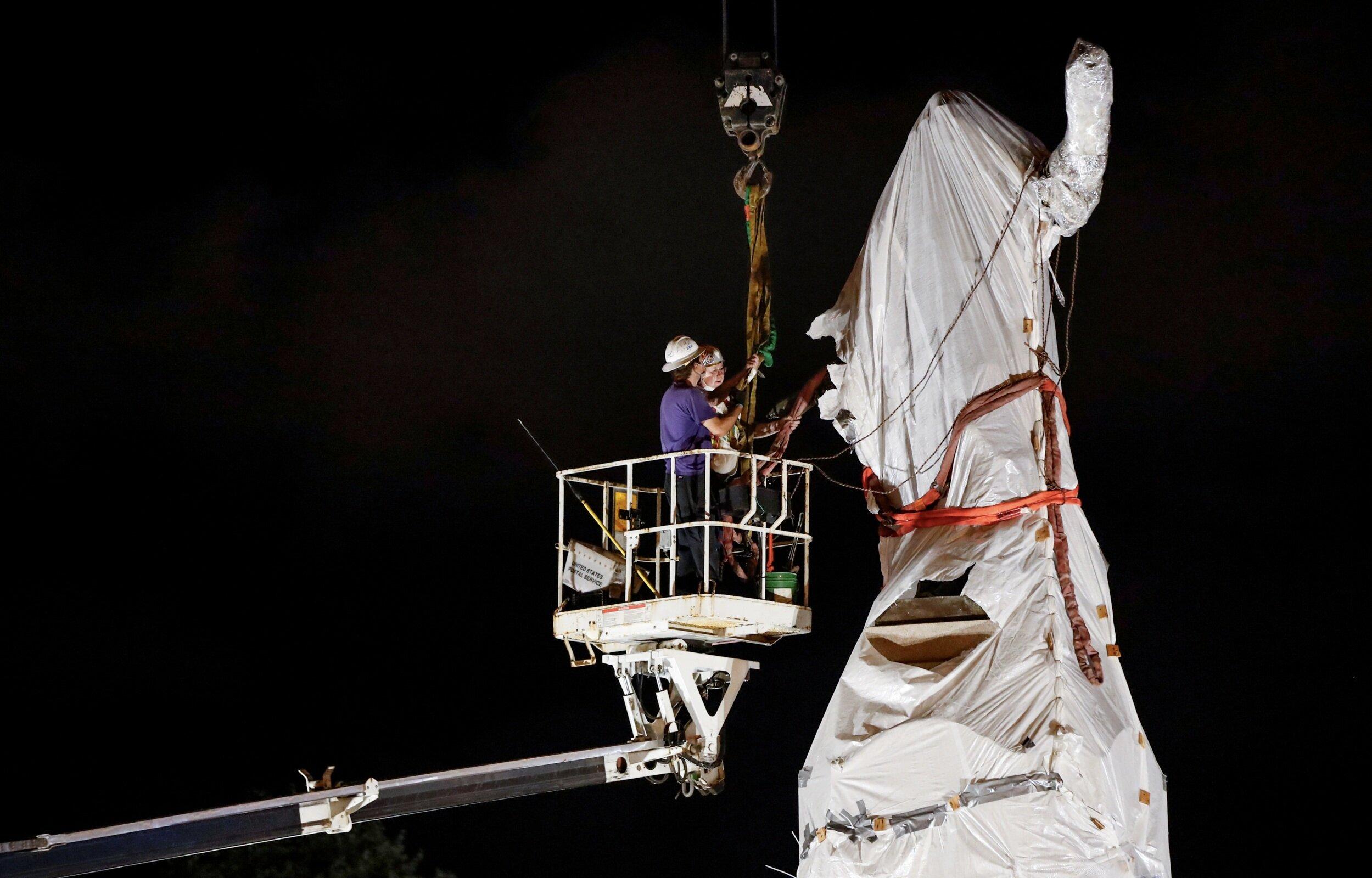 Італійсько-американські компанії почали захищати від повалення пам'ятники Колумбу
