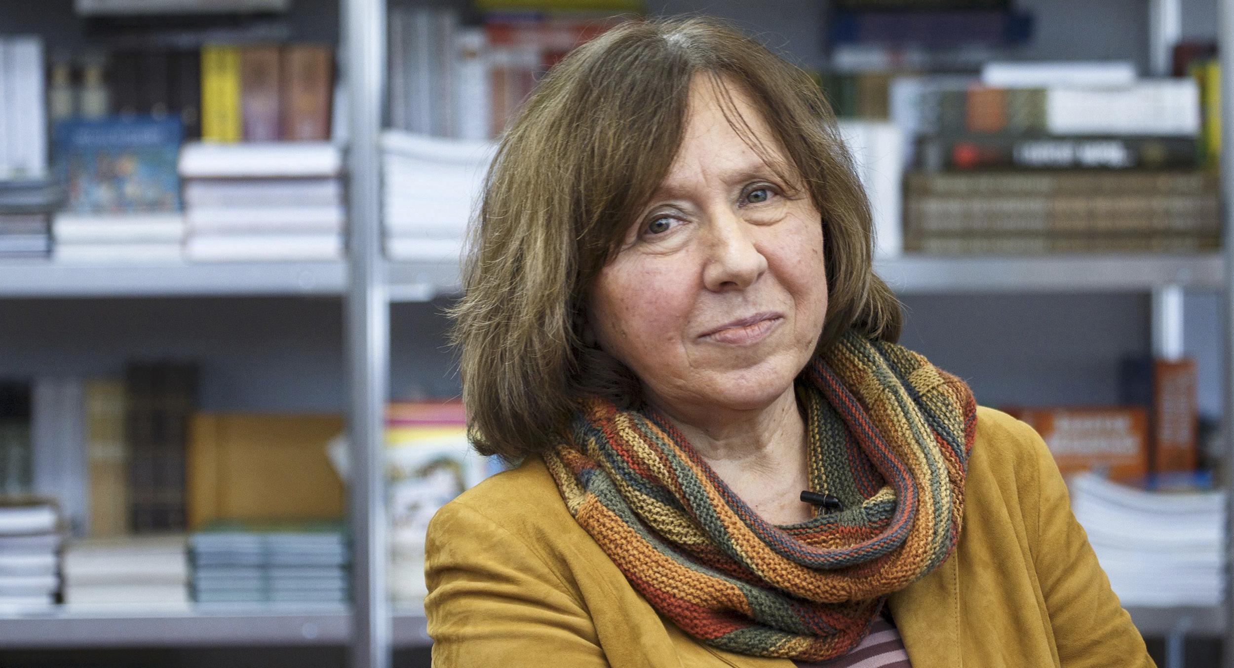 У Білорусі лауреатку Нобелівської премії викликали на допит