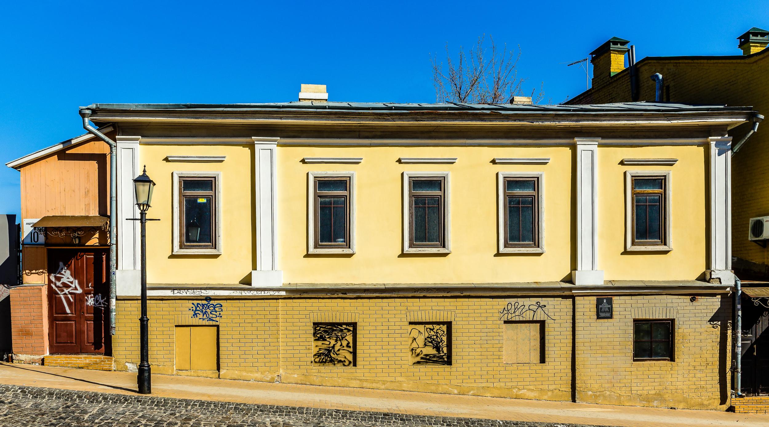 У Києві почали розбирати будинок початку ХІХ століття