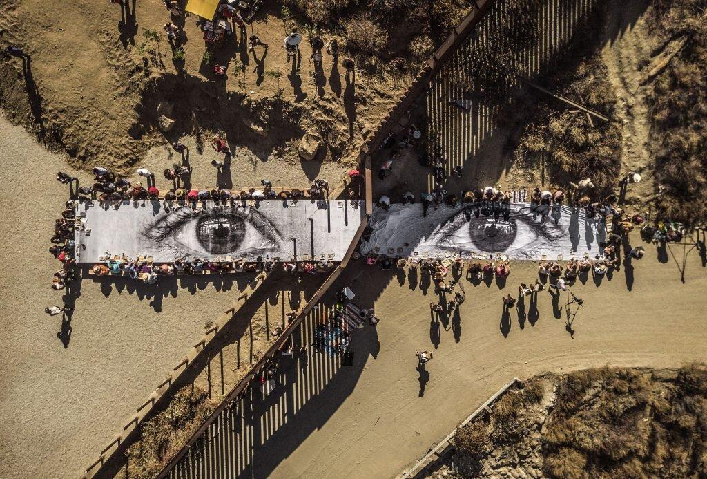 В Лондоні пройде найбільша персональна виставка вуличного художника JR