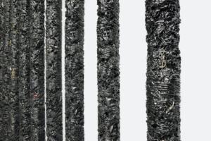 Гельмут Ланг створив інсталяцію із залишків одягу та аксесуарів Saint Laurent