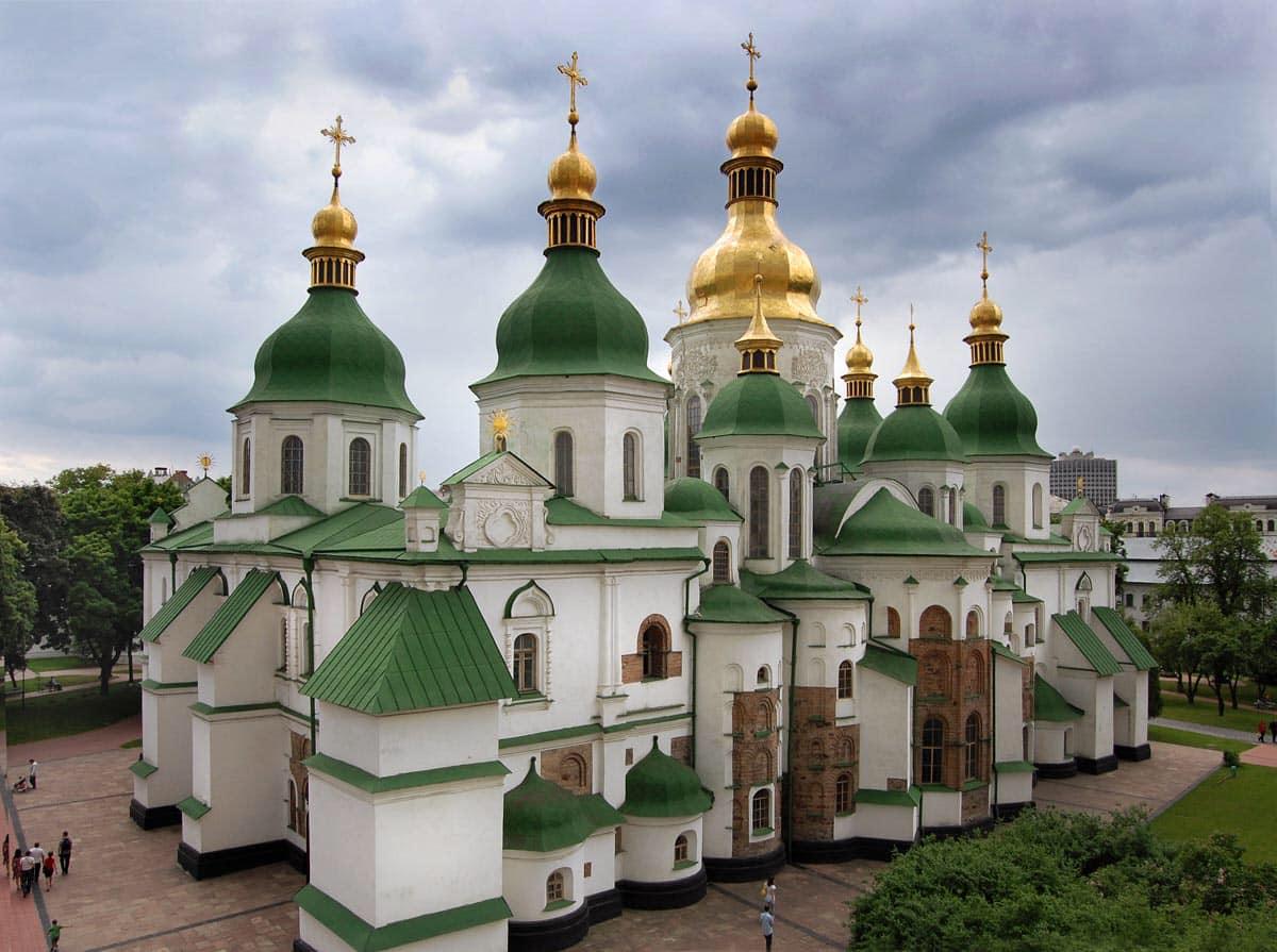 На території Софіївського собору археологи знайшли залишки жіночого поховання