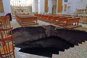 57 історичних церков Неаполя можуть провалитися під землю