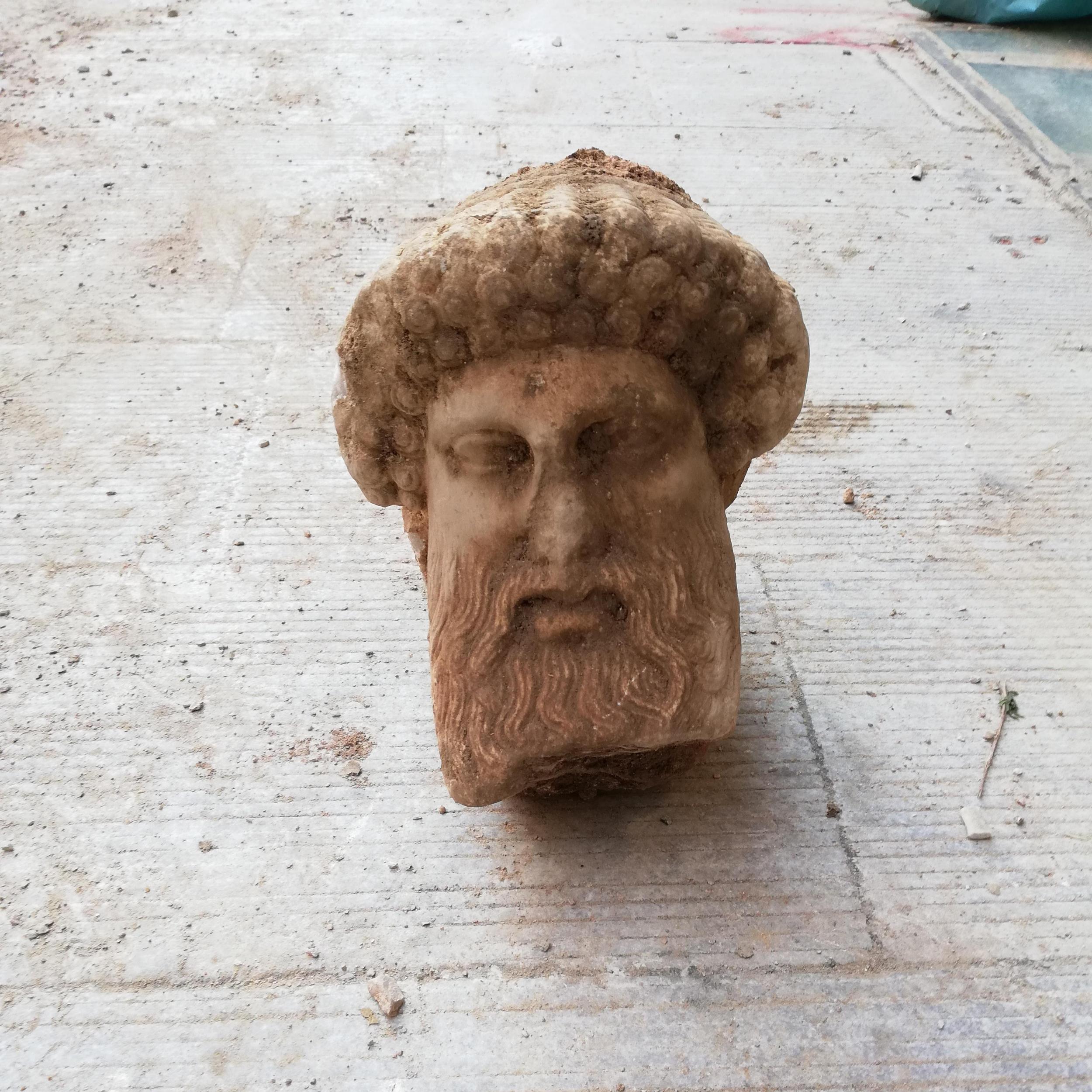 В Афінах знайшли мармурову голову Гермеса