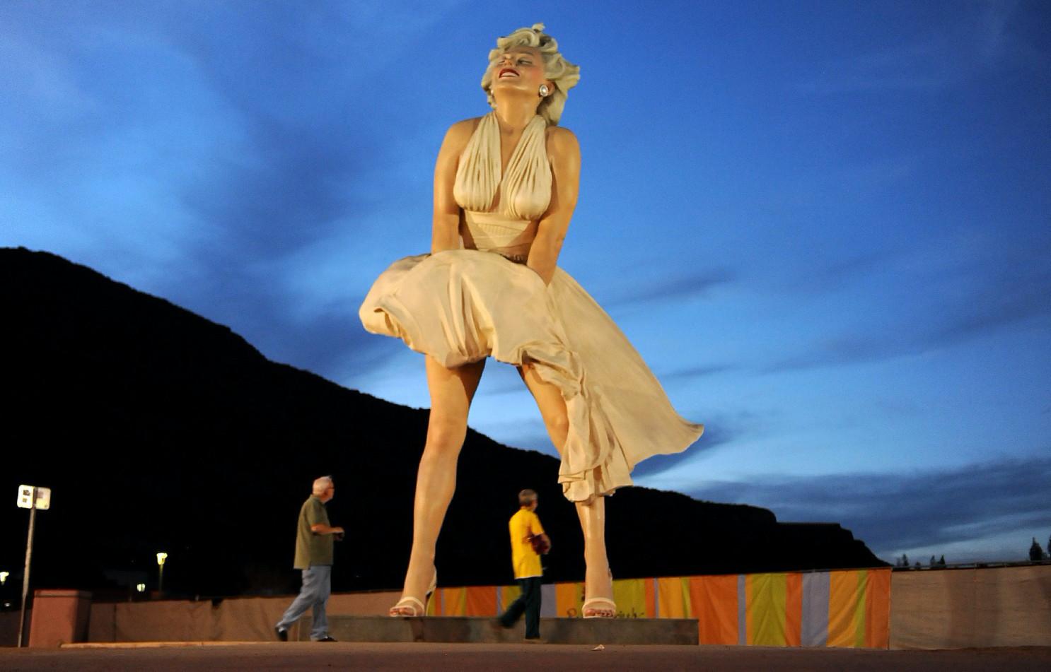 Директор музею Палм-Спрінгс розкритикував скульптуру Мерилін Монро