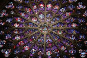 Вітражі Собору Паризької Богоматері можуть замінити на твори сучасних художників