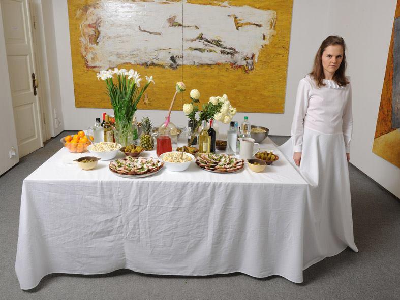 Перформанс Лесі Хоменко «Святковий стіл» ©marie claire