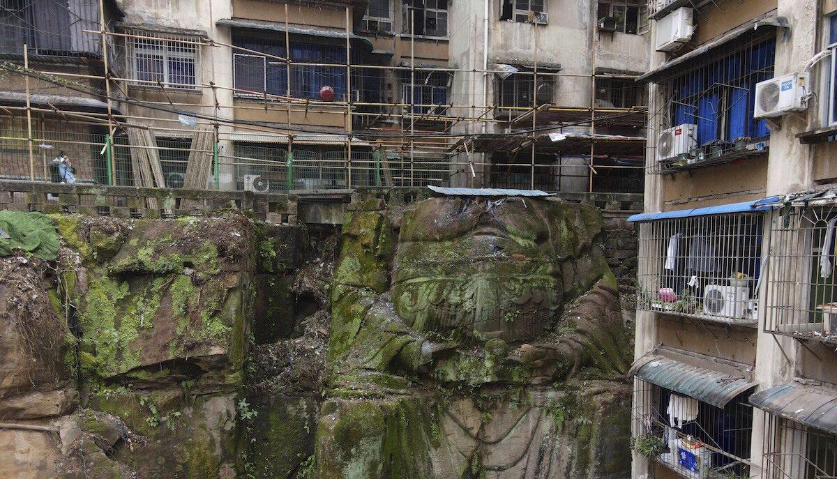 У Китаї під багатоповерхівкою знайшли 9-метрову статую Будди