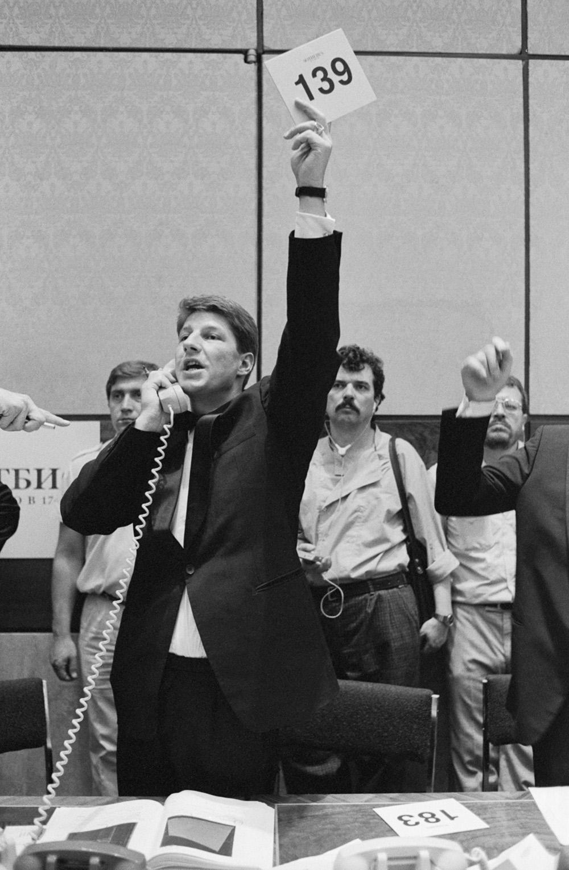 Торги по телефону. Аукціон Sotheby's, Москва, 1988. Фото: Василь Єгоров, Валентин Мастюков / Фотохроніка ТАРС