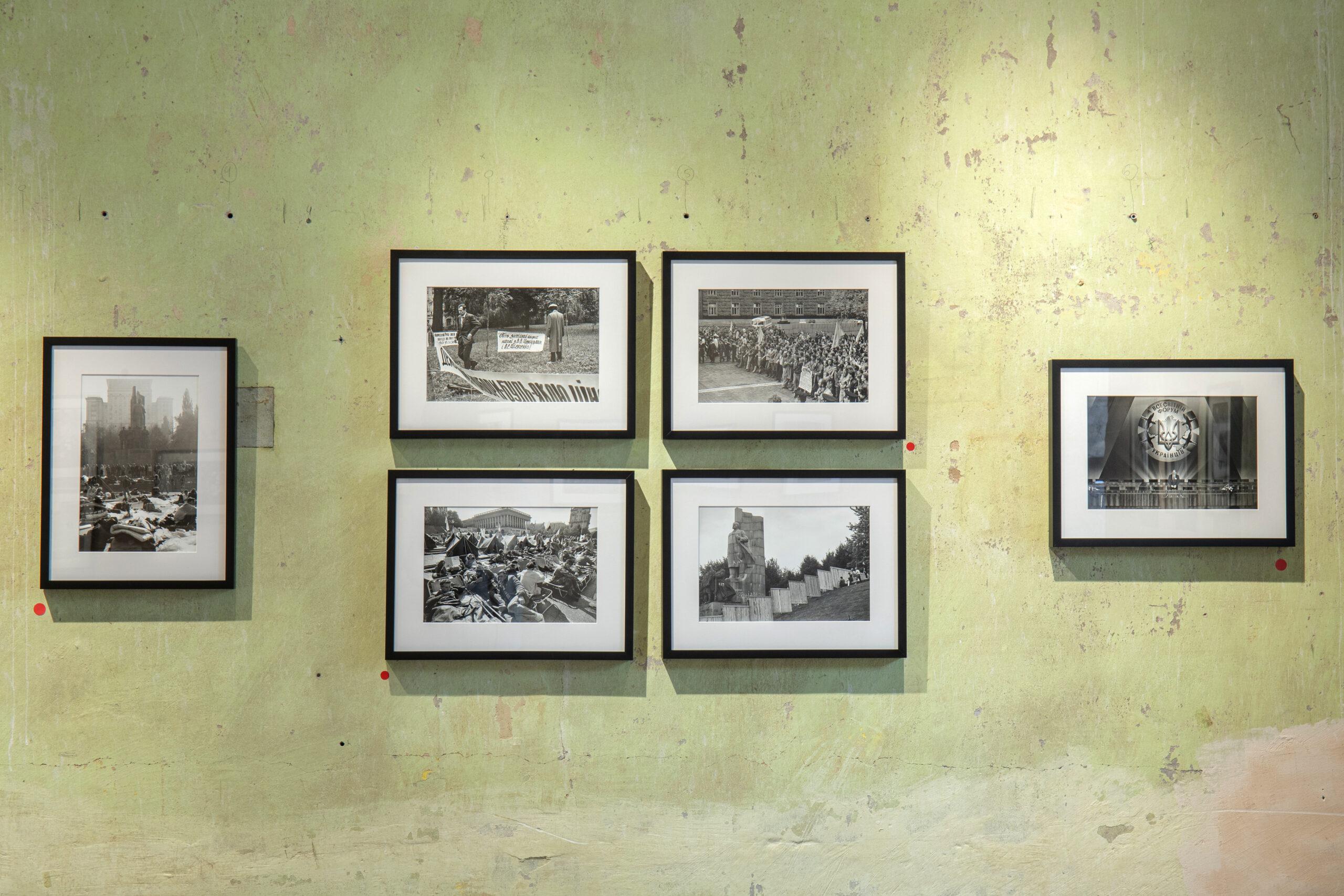 Вигляд експозиції виставки Віктора Марущенка у The Naked Room. Фото: Євген Нікіфоров