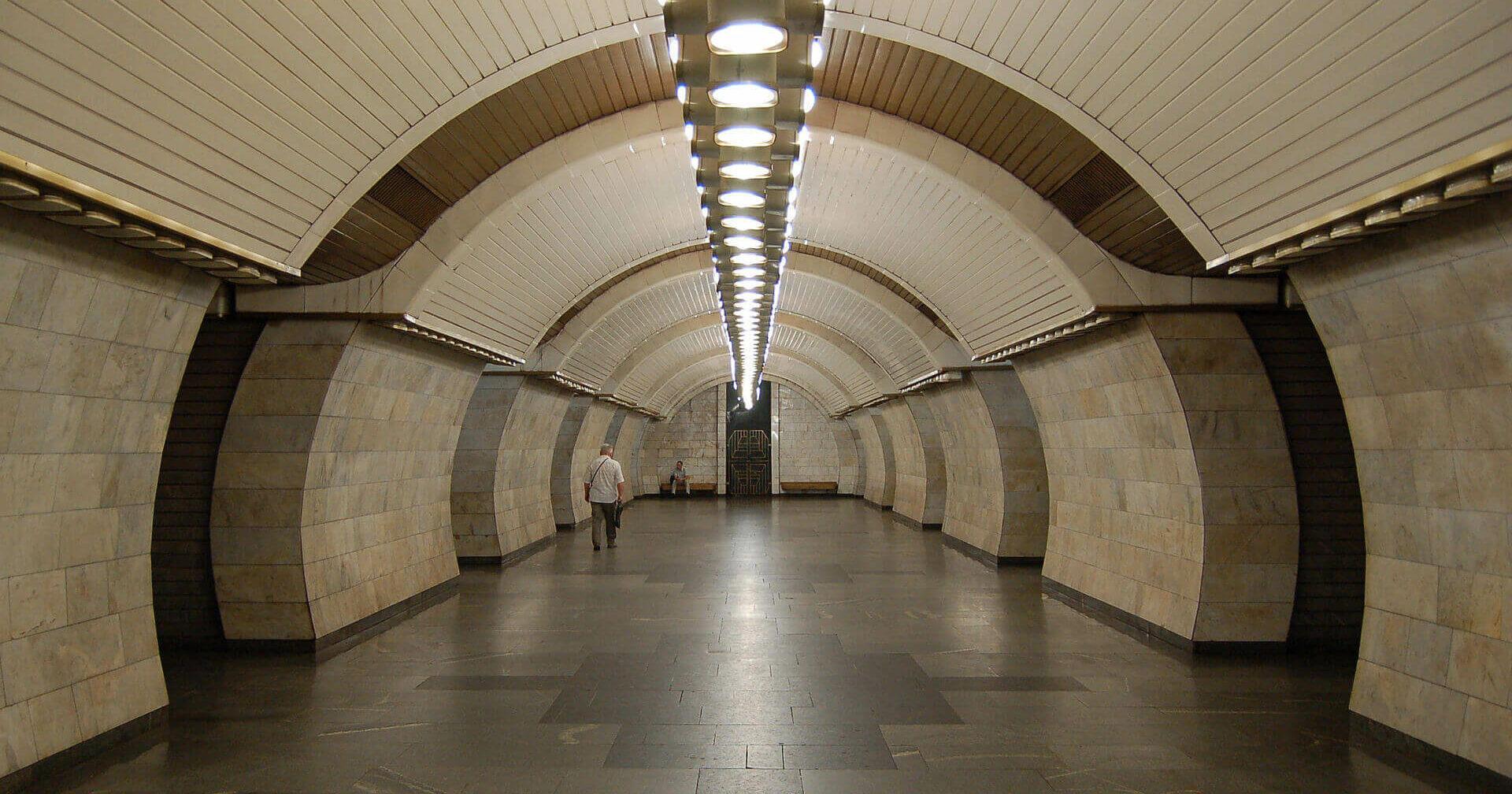 На метро «Печерська» замінили оригінальні на LED-світильники