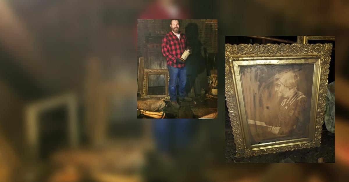 У США чоловік на горищі знайшов фотостудію