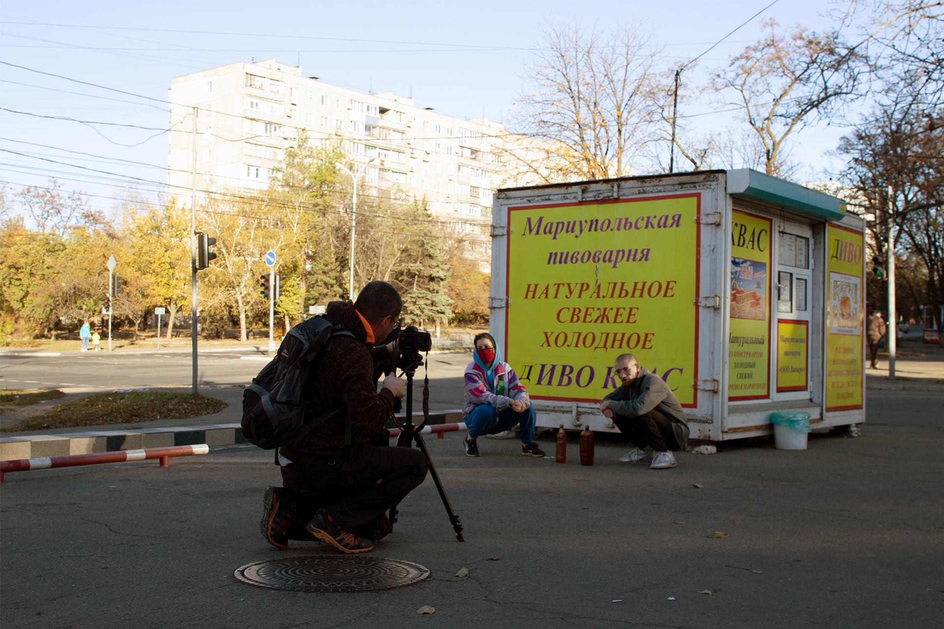 Сашко Протяг фільмує кадри для проєкту Оксани Казьміної